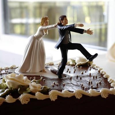 vicces esküvői torta Retikül.hu   Vicces és egyedi: képeken a legötletesebb esküvői torták vicces esküvői torta