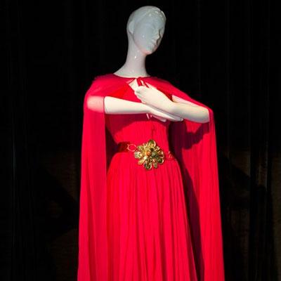02f5e6b886 Retikül.hu - Lélegzetelállító egyenes szabású esküvői ruhák – Az ...