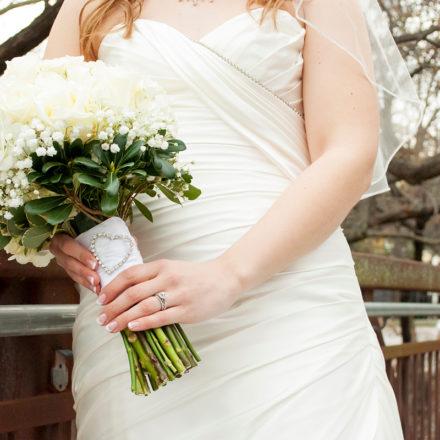 69cc2395cf 9 csodaszép esküvői ruha tavaszra, amit nem vékony alakra szántak