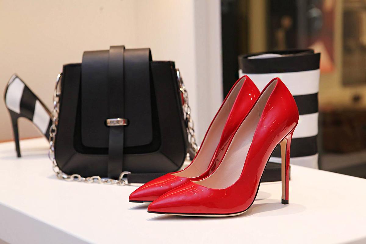 c15cc3f86d Színes magas sarkú cipők jönnek, ha lekerül a csizma: ezek a legszebbek 10  ezer forint alatt