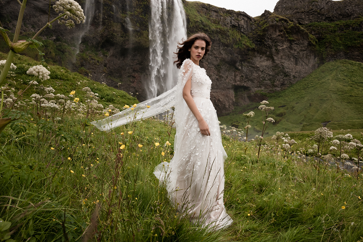 ef8ab630e1 Retikül.hu - Álomszép esküvői ruhák 2019-re: vad tájak inspirálták a ...