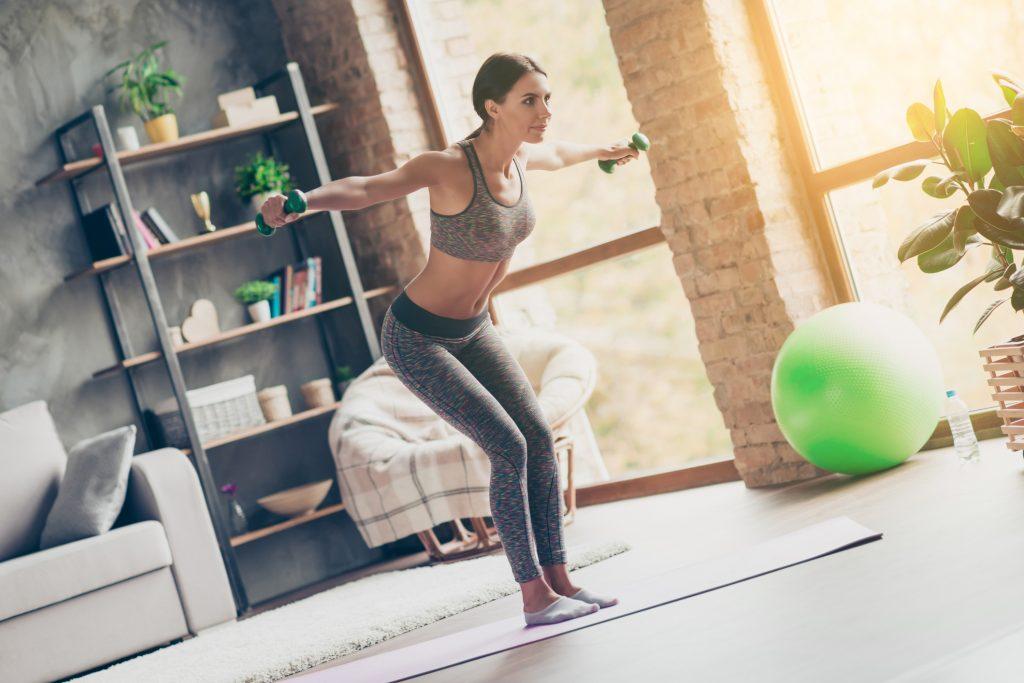 Egyszerű, otthoni gyakorlatok mellizomra: feszesítő edzés pár lépésben