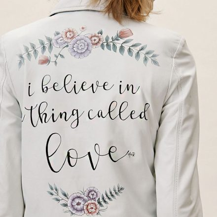 Ez a legvagányabb esküvői trend  kézzel festett dzsekiért rajonganak a  menyasszonyok c9d4aa6bc7
