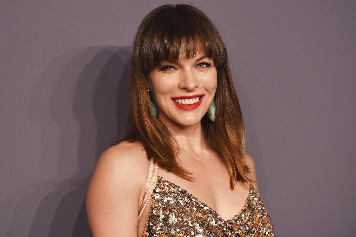 A 43 éves színésznő nem öregszik: Milla Jovovich olyan szép, mint 20 éve