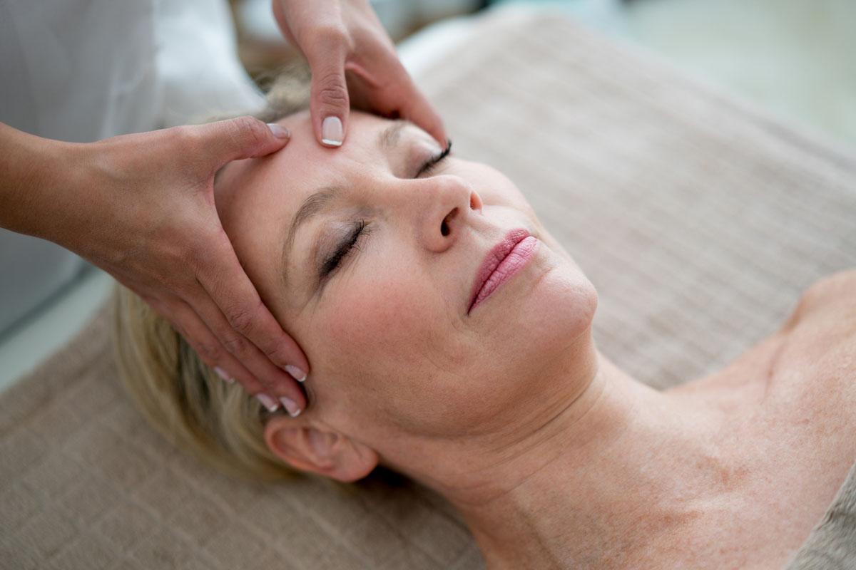 Gátolja az öregedést, ha ezeket a pontokat stimulálod: a szép bőr titka a reflexzónákban van