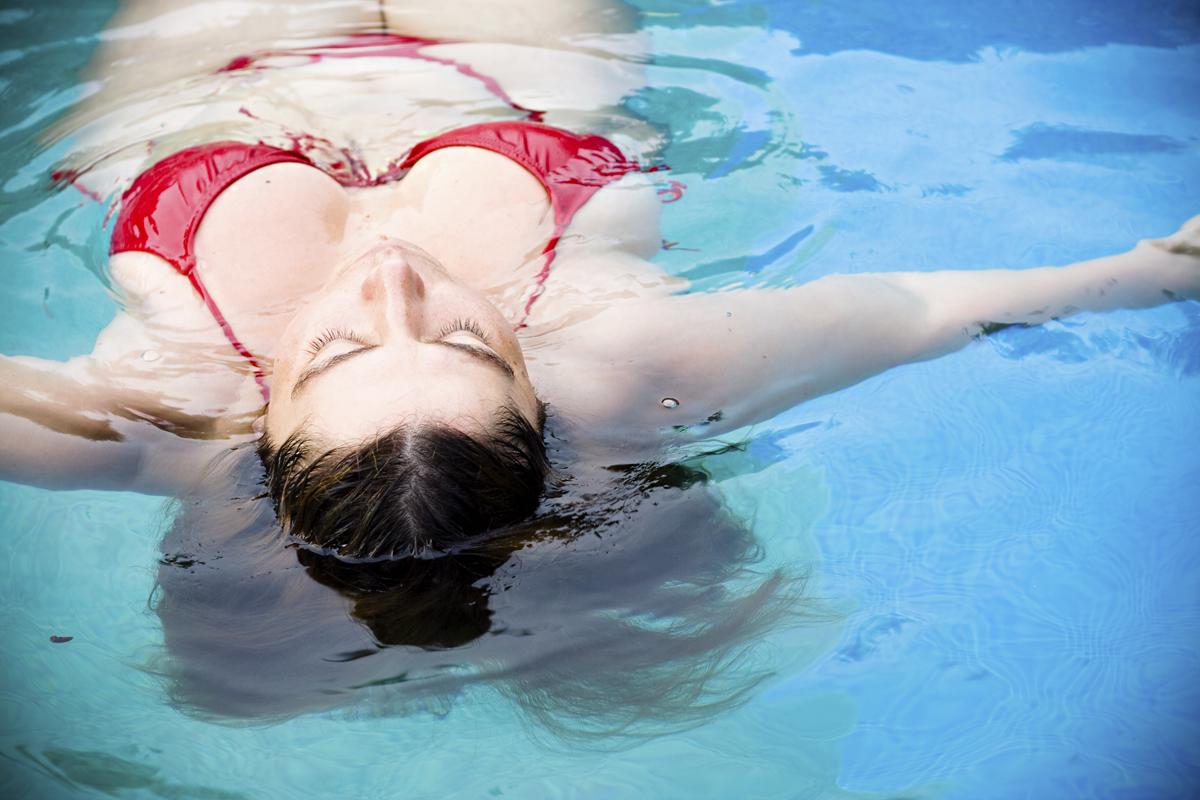 70 kiló felett sem tilos a bikini: ultranőies, haslapító fazonok