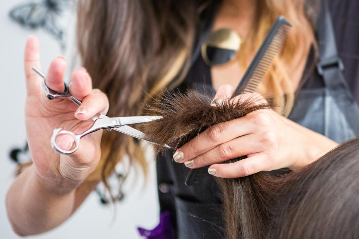 Levágatták a töredezett tincseket, teljesen megváltozott a külsejük: 6 frizura, ami mindig nőies