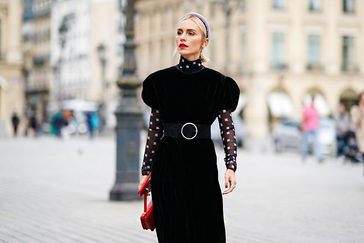 A garbós nyak a legdivatosabb ruhaszabás most