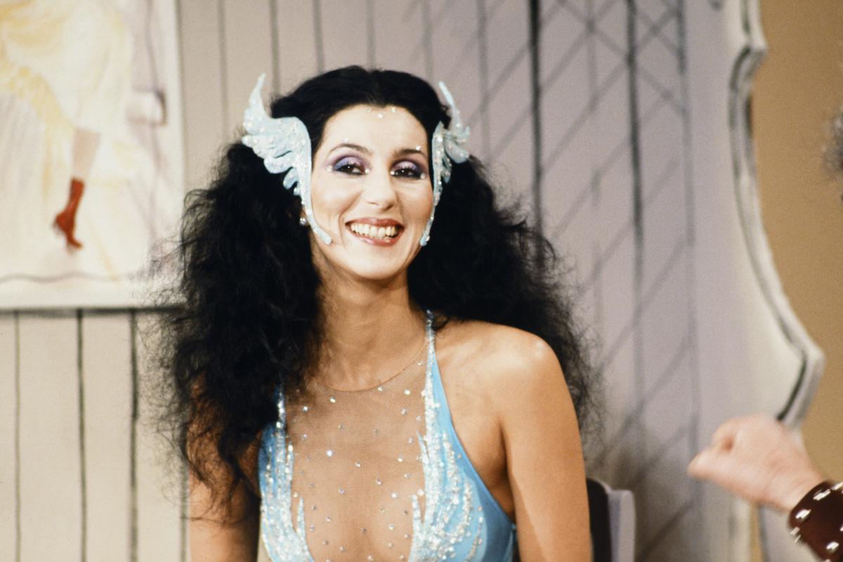 9 alkalom, amikor mindenki Cher öltözékéről beszélt: a 75 éves énekesnő legendás szettjeiből válogattunk