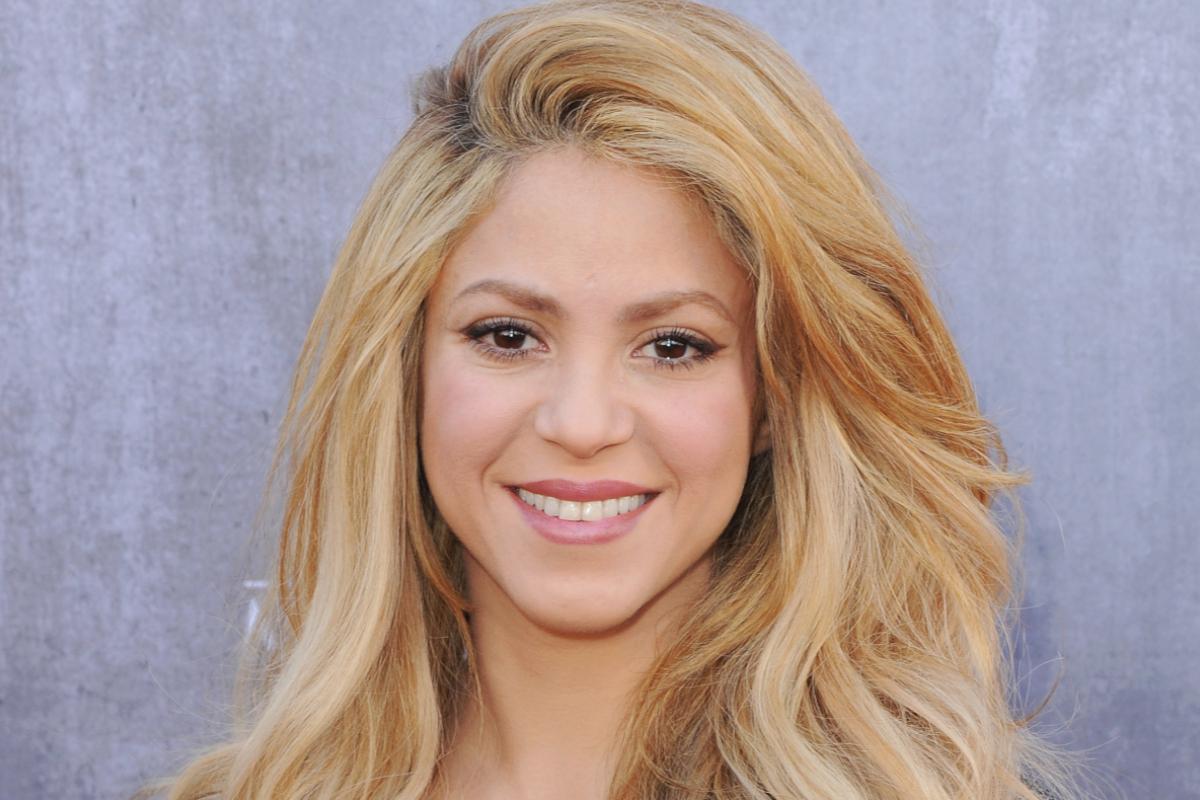 A 44 éves Shakira címlapon mutatta meg álomalakját: szexi tornadresszével megidézi a '80-as évek aerobikőrületét