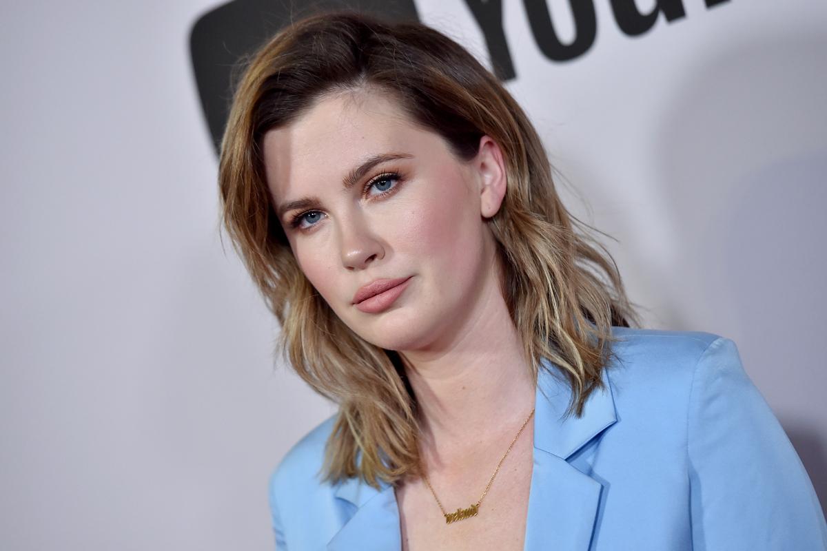 Kim Basinger 25 éves lánya tudja, mitől döglik a légy: Ireland Baldwin így hangsúlyozza nőies idomait