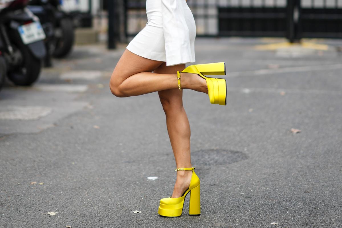 A platform cipők trendje újraéled, nem is akárhogy: ezek a vastag talpú fazonok az őszi szezon slágerdarabjai